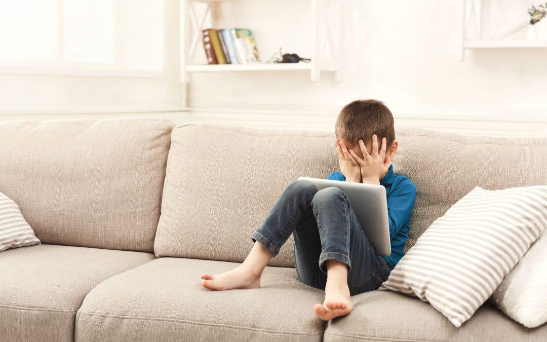 Entenda como identificar se seu filho sofre ou pratica bullying digital